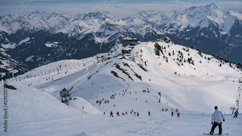 High angle shot of people snowboarding on a mountain covered in snow Fototapet