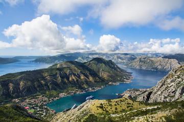 fiord w Czarnogórze, piękny widok na Kotor, góry i morze Adriatyckie