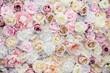 canvas print picture - Pared hecha con rosas de diferentes tonos de color