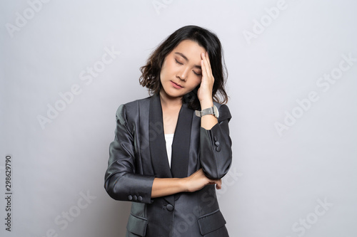 Fotomural  Businesswoman has headache isolated over white background