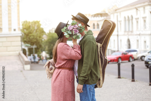 Cadres-photo bureau Fleuriste Happy young couple on romantic date outdoors