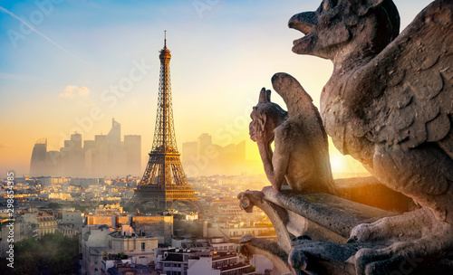 Fotomural Chimera and Eiffel Tower
