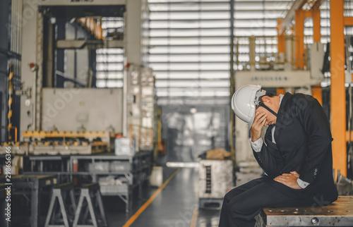 Fotografía Entrepreneur feel Stressful depressed situation in factory