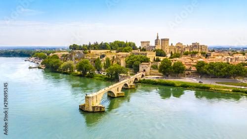 Photo Saint Benezet bridge in Avignon in a beautiful summer day, France