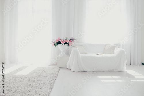 Fotografia  White lounge sofa large Windows and color book
