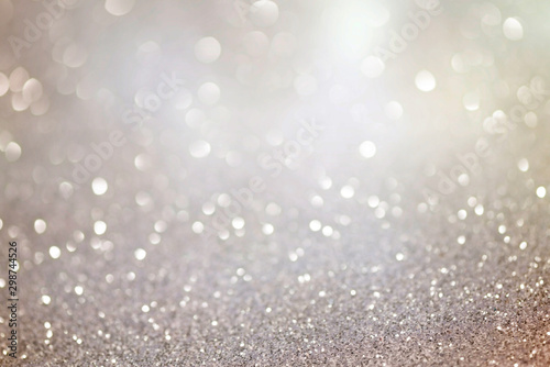 Photo Silver glittering christmas lights. Blurred abstract background