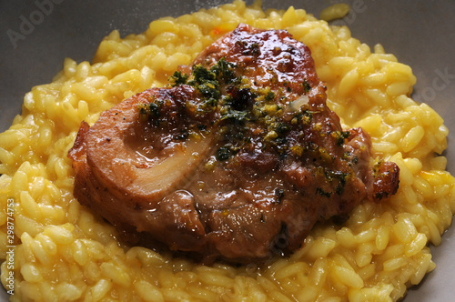 Fotografia Ossobuco con risotto alla milanese ft9102_6500