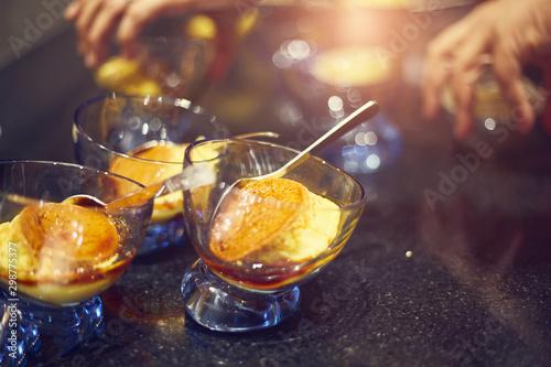 Fotografía  Caramel custard on glass