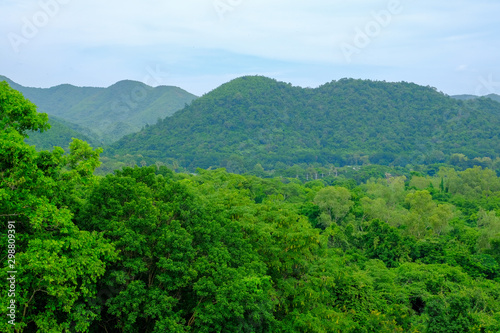 Spoed Fotobehang Groene landscape with mountains and clouds