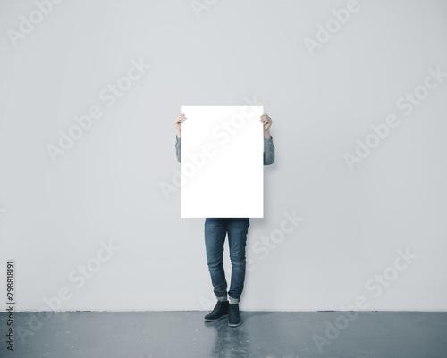Fototapeta Man holding blank poster obraz