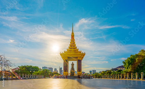PHNOM PENH, CAMBODIA - October 16,2019 : A Statue of King Father Norodom Sihanouk with blue and yellow sky in evening sunset background at central Phnom Penh, Capital of Cambodia Fototapete