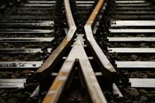 Eisenbahn Weiche Gleise Schienen Herzstück Geometrie Verkehr Transport Technologie Stahl Schwellen Fahrweg Stellwerk Richtung Abstrakt Symbol Deutschland Detail