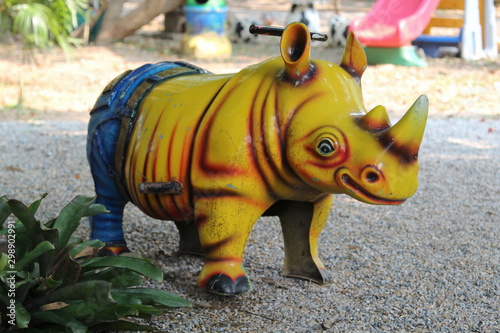Photo sur Aluminium Rhino Rocking horse in a shaped of rhino in the park.