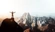 canvas print picture - Bergsteiger erlebt absolutes Gipfelglück hoch über den Bergen