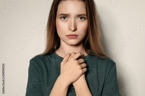 Canvastavla  Portrait of upset young woman on light background