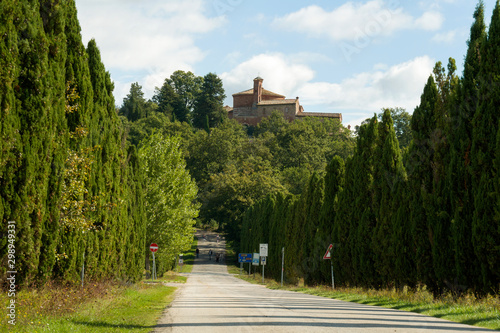 Photo Road leading to Church and Chapel of Montesiepi, Tuscany, Italy