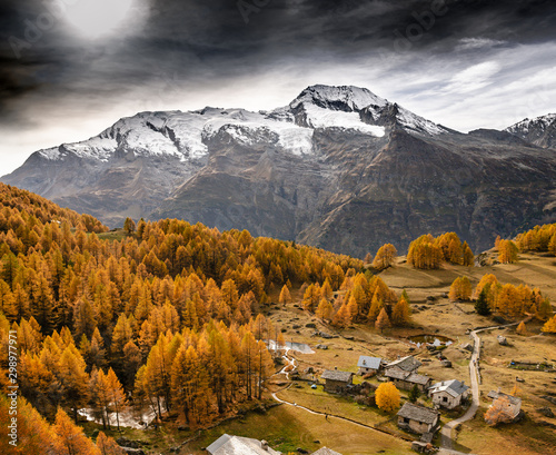 Village du Monal et Mont Pourri à l'automne, en Savoie Canvas Print