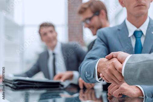 Fototapeta serious business man shaking hands with his business partner obraz na płótnie