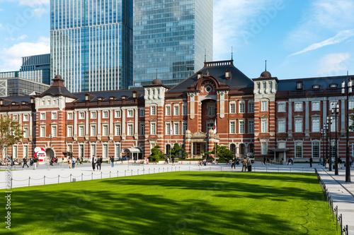Photo (東京都ー都市風景)東京駅前広場の風景1