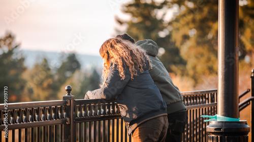 Fényképezés Strangers overlooking Portland downtown at Mt