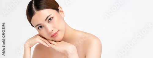 Pinturas sobre lienzo  Asian woman on white banner background for beauty and skincare concepts