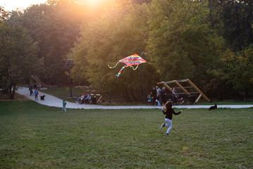 Obraz na płótnie Canvas Little girl playing in the park
