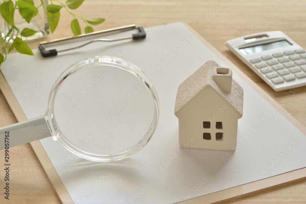 Fototapeta Magnifying glass and house
