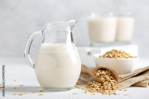 Oat milk. Healthy vegan non-dairy organic drink with flakes Fototapet