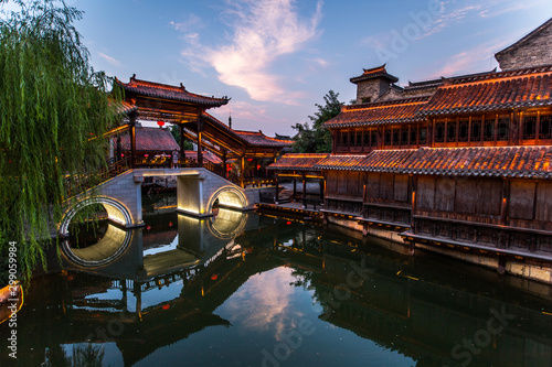 Autocollant pour porte Con. Antique Taierzhuang is located in Zaozhuang in Shandong, is the largest water town in China. Historically, it was an important hub along the Grand Canal, China.