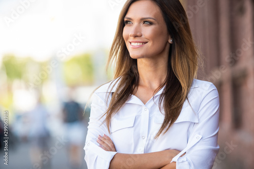 obraz dibond Portrait of a successful business woman smiling