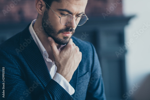 Fotomural  Cropped close-up portrait of his he nice attractive serious bearded guy top mana