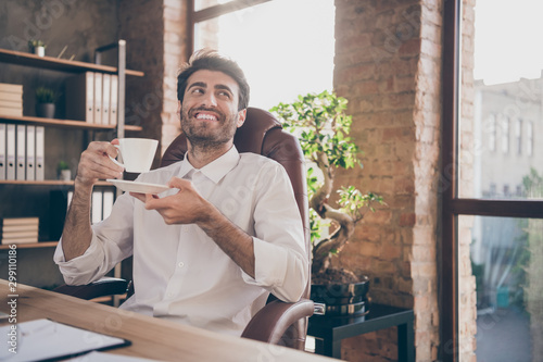 Pinturas sobre lienzo  Portrait of calm cheerful middle eastern marketer hold cup mug with hot beverage