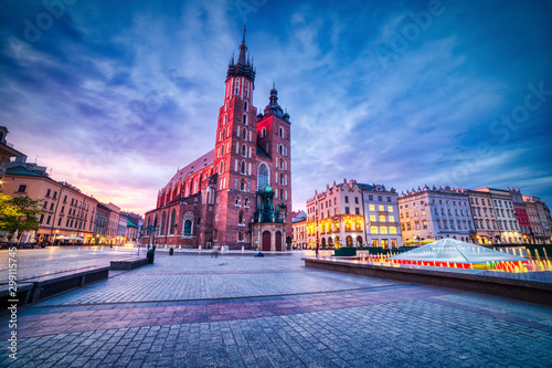 Fototapeta St. Mary's Basilica on the Krakow Main Square at Dusk, Krakow obraz