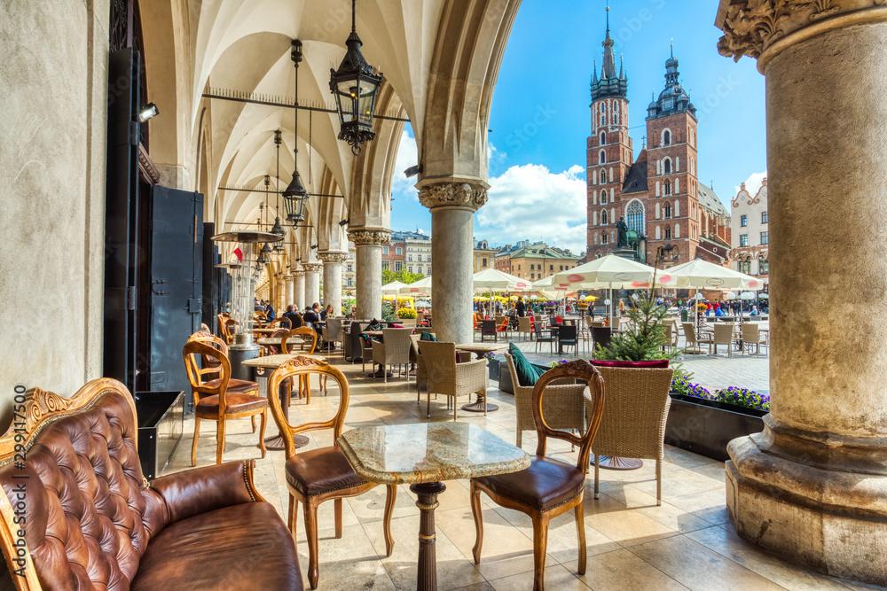Obraz St. Mary's Basilica on the Krakow Main Square during the Day, Krakow fototapeta, plakat
