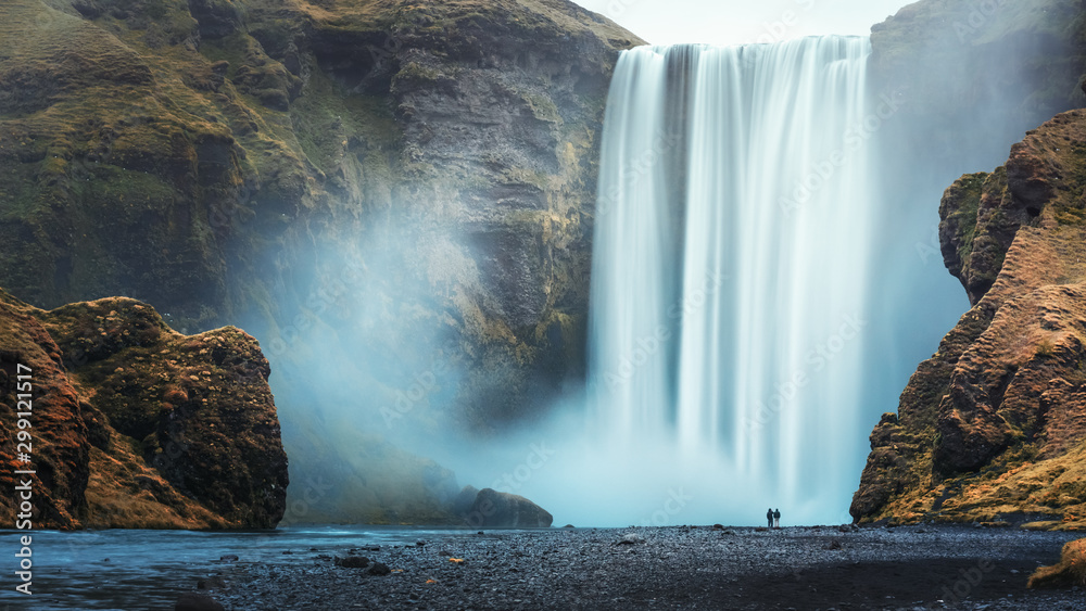 Fototapety, obrazy: Couple of tourist near famous Skogafoss waterfall, Iceland