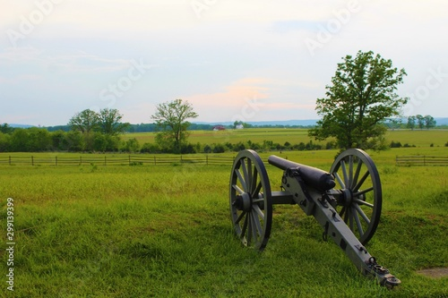 Canvas Print Cannon on the battlefield in Gettysburg, Pennsylvania.