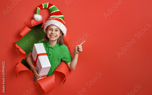 Fotografía  Santa's elf on bright color background