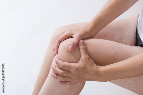 Cuadros en Lienzo 関節痛の女性のひざ