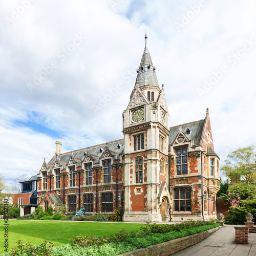 Foto Cambridge University building in United Kingdom of Great Britain