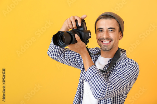 Obraz Young male photographer on color background - fototapety do salonu
