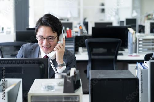 Fotomural  ビジネスマン 電話