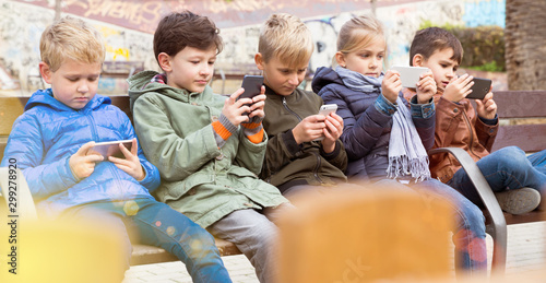 Foto auf Leinwand Gelb Schwefelsäure Children with phone outdoors