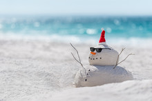 Christmas Sandy Snowman On A B...