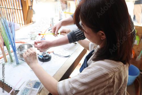 トンボ玉を作る女性 Canvas Print