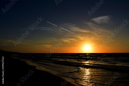 Photo  orange sunset on the beach of the Baltic Sea in Poland