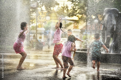 children playing in water fountain Canvas
