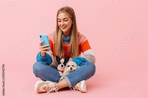 Fotomural  Cute lovely girl wearing sweater sitting with legs crossed