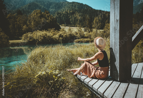 Stampa su Tela Woman enjoying freedom on nature outdoors