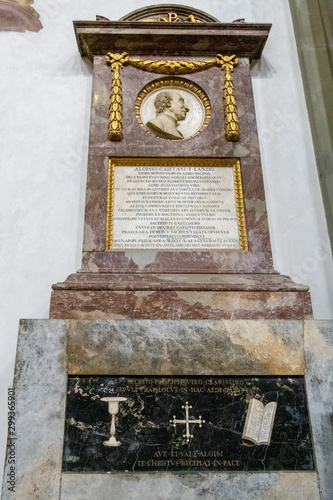 Photographie  FLORENCE, TUSCANY/ITALY - OCTOBER 19 : Monument to Luigi Lanzi in Santa Croce Ch