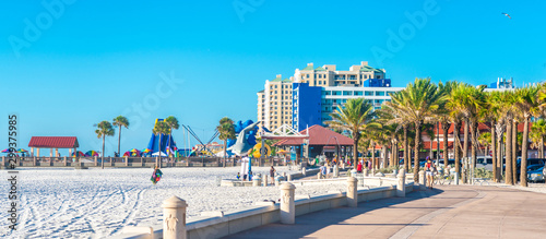 Foto auf Gartenposter Blau Clearwater beach with beautiful white sand in Florida USA